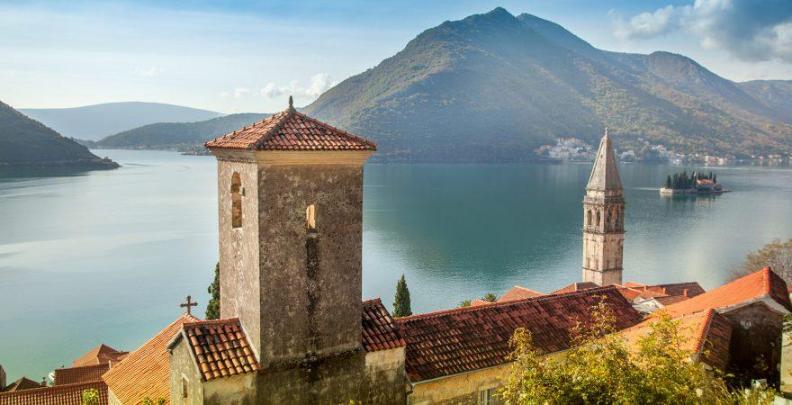 Perast_Montenegro_Houses_Sea_Mountains_Bay_515102_2880x1800